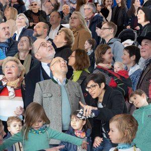 """Publikum! Heute EÖ 19h """"Dezentrales Gruppenbild"""" #eselREZEPTiON @mqwien @q21_vienna @foto_wien ESEL Rezeption"""