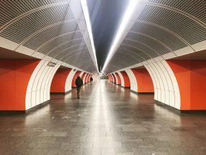 Metro #Metro #architecture #railway #metrostation #vienna #visitingvienna #einfachmachen #einfachanfangen #weiß #orange #feelingorange #orangemood #bahnfahren #ubahn #austria #transportation...