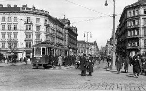 Blick vom Karlsplatz in die Kärtnerstraße Die Kärntner Straße bestand bereits zur Zeit der Römer in Wien....