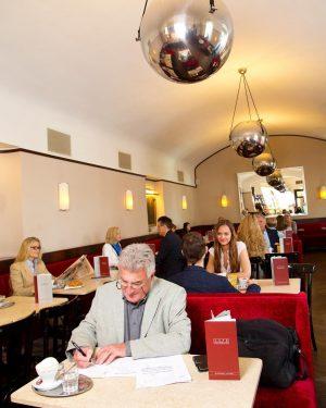 Tage wie dieser..☕️📃🖌 . #cafemuseumwien #cafemuseum #wienerkaffeehaus #viennacoffee #viennaeats #wienisst #wienerkaffeehauskultur #inspiration #vienna #kaffeepause Café Museum