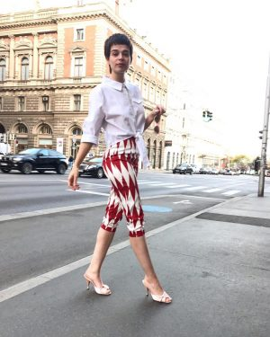 #happymonday ❤️ Esther #wearing our #newin #pants for €45,- and #blouse for €49,- by #lindybop today at...