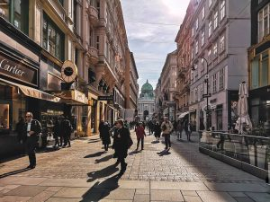 Суета. . . . #япокажутебеавстрию #вена #улицы #небо #площадь #фотография #фото #весна #архитектура ...