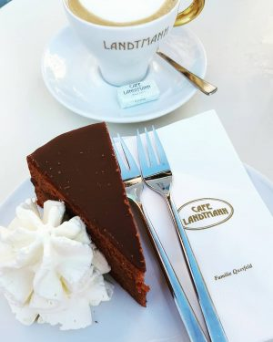 Afternoon cake doesn't get much better than this! #sachertorte #Vienna #cafelandtmann 🍰🍰🍰