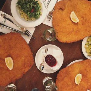 So könnte eure nächste Schnitzel-Party aussehen 😋 Habt ein schönes Wochenende! Thanks @feedmebiatch ...