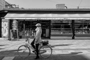Bike & style #bike #woman #wien #vienna #fotografia #fotografiaderua #streetphotography #foto #photo #fotododia ...