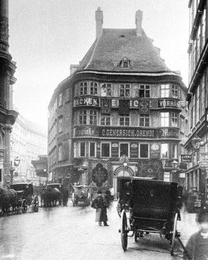 Der Regensburger Hof am Lugeck war über Jahrhunderte der Stapelplatz und Einkehrgasthof der ...