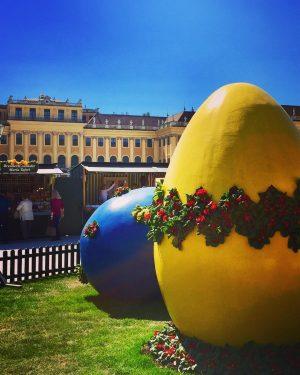 ☀️#happyeaster🐣 🌸🐰 #strollingaround #schlossschönbrunn #eastermarket #froheostern🐰 #ostereier #eastereggs🐣 #springinvienna #frühlinginwien #architecture #art #architektur ...