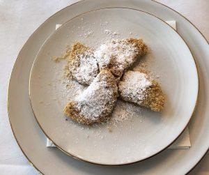 Powidltascherl mit Bröseln 😍 @meisslundschadn #austriansweets #mehlspeise #powidltascherl #powidl #brösel #butterbrösel #dessert #delicious ...
