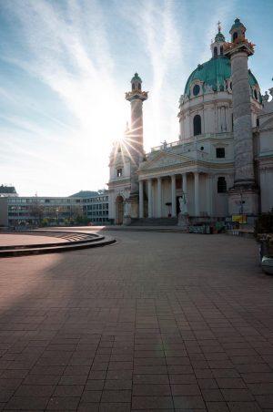 Goood morning Vienna. #ihatemondays #landscapes #wien #wanderlust #igerssalzburg #vienna #moodygrams #awakethesoul #gurushots #austrianroamers #karlskirche #earthoffical #awesomeglobe #exploretocreate...