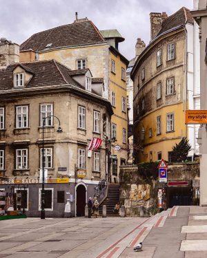 #cansuviennadiary #vienna_austria #strangersinmyfeed #vienna_city #austriagram #viennagram #austria_memories #topviennaphoto #wonderlustvienna #igersaustria #topaustriaphoto #viennanow #viennagoforit ...