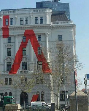 Wien Innere Stadt-Fotomotive an jeder Ecke. Universität f. Angewandte Kunst, Bundesministerium und Österreichische Postsparkasse
