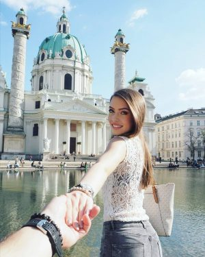 🇦🇹❤️ #couplegoals#vienna#austria#trip#czechgirl#instagirl#brunette#travelling#city#karlsdom#spring#lovemylife