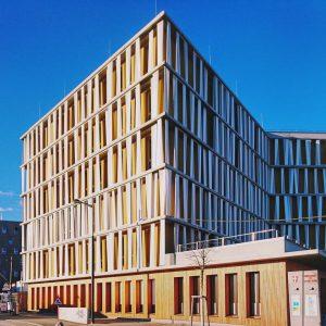 Fassade mit Sonnenschutz, Aspern #architektur #architecture #vienna #austria #igersvienna #vienna_austria #nurderschönheitwegen #youshouldbettereatarchitecture #wiennurduallein #wien #österreich