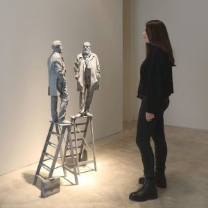 Our Conversation Piece 😍🤗 #hansopdebeeck #theconversation #sculpture #grey #monochrome #currentshow #soloshow #vienna #contemporaryart @hans_op_de_beeck Hans Op de...