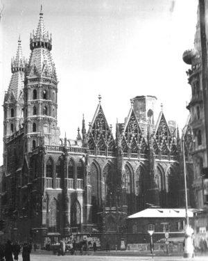 Tragische Nachrichten erreichten uns gestern Abend aus Paris: Die Kathedrale Notre-Dame stand in Flammen. Mittlerweile ist das...