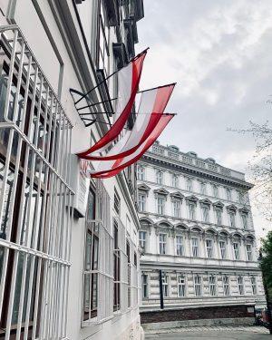 """Spaziergang durch den Ersten.🇦🇹 Im heutigen Wien Museum """"Beethoven Pasqualatihaus"""", in der Mölker Bastei, entstand unter anderen..."""