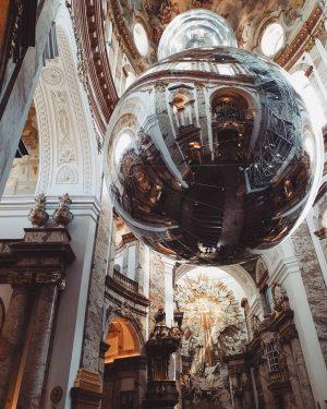 Поднять взгляд и замереть... . #austria#vienna#wien#ig_wien#ig_vienna#austriaphoto#viennaphoto#travelphoto#goodview#185сантиметровнадвеной#вена#австрия#visitvienna#igersvienna#visitaustria#instavienna#viennanow#wonderlastvienna#topviennaphoto#wienliebe#springvienna#karlskirche#architecture#modernart Karlskirche, Wein