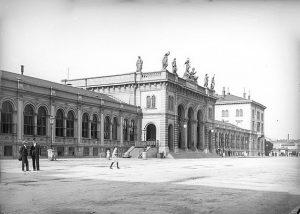 Der mit der Westbahn – ursprünglich: k.k. privilegierte Kaiserin Elisabeth-Bahn – im Jahr 1858 eröffnete Kaiserin-Elisabeth-Bahnhof wurde...