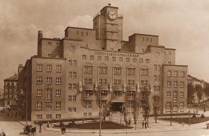 """Unsere neue Ausstellung """"Das Rote Wien 1919–1934"""" ist ab morgen im @musawien zu ..."""