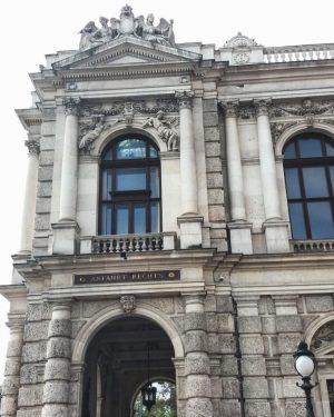 Burgtheater #burgtheater #architecture #details #wienliebe❤ #viennalove #Wien #Vienna #Austria Burgtheater