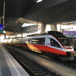 4024 der ÖBB stand in Wien Hbf. Linie: REX Start: / Ziel: Wien ...