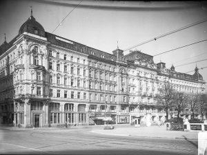 Der Herminen-Hof (ehemals Franz-Josefs-Kai 23-31, von der Rotenturmstraße (links im Bild) flussaufwärts, Rückseite ...