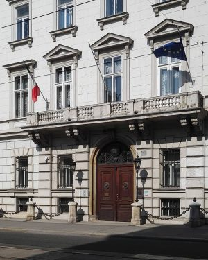 Diplomatische Verwicklung #wien#vienna#vienne #austria#landstraße #italienischebotschaft #ambasciataitaditalia #ambasciata#embassy #igersvienna#igersaustria #lampswednesday #lampenmittwoch#shadow #ihaveathingforshadows #vienna_austria#meinwien #schattenspiel#wienliebe #italian#fassade#facade#flag #fahne