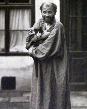 Семейная трагедия в 1890 году заставила Климта перейти от классицизма к эмоциональному стилю, ...
