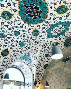 #corbaci #wien #vienna #restaurant #ceilingdesign #dekorasyon #tavançini #çini #iznikçini #turkish #turkey #turkishdecoration #turkishtiles