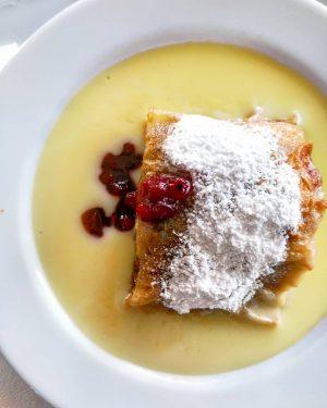 Apfelstrudel 💎 . . #cafeschwarzenberg #apfelstrudel #wienerschmäh