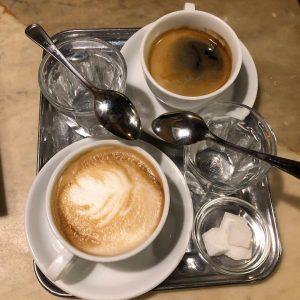 Cafe Hawelka~哈維卡咖啡~招牌甜點 Buchteln 晚上8點後供應~4顆10€,內餡類似黑棗蜜 交通:U1 U3 線 Stephansplatz 站 #vienna #viennafood #buchteln #desert ...