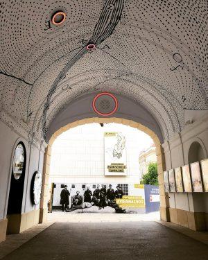 The passageways to the Leopold...#archwaymurals #streetscenes #cityasart #citydesign #vienna