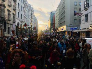 Gehma und farhma Regierung stürzen okay?!?! 🔥🚲💖💯 #wiederdonnerstag #criticalmass #do #zusammen #resistance Vienna