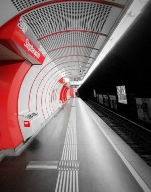 U[r]-ba[h]n Symmetry III . . . . . #tv_pointofview #tv_leadinglines #moodyvienna #urbexphotography #viennaaustria ...