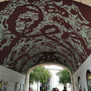 pokreslenémuzeum/drawnmuseum. #mq1 #vienna #museumquartier #umeňje #art #strop #pocmarany #drawing