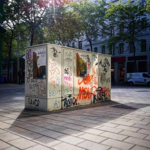 #anotherdayincapitalism #contemporary #minimal #buildings #mariahilferstrasse Mariahilferstraße