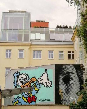 Au #streetartpassage . . . #mqwien #museumsquartier #streertart by #wizardskull #donaldduck #face #streetartist ...