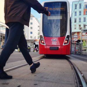 Bim Selfi 🚋 Reumannplatztrubel 💕 🚶♀️ #wienfavoriten #wien10 #stadtwien #meinbezirk #wienliebe #wienentdecken #bim ...