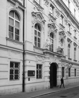 Barock, Wien #Wien #Österreich #Austria #Vienna #vienna_austria #barock #bnw #architecture #Architektur #nurderschönheitwegen #youshouldbettereatarchitecture