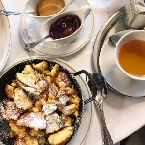 Chilling afternoon 😋🍴💕 #kaiserschmarren #café #vienna #original #igersvienna #igers🇦🇹 #igersaustria #dessert #austriandessert #sogood
