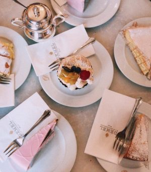 #KaffeeUndKuchen - what else to do on a Friyay afternoon in Vienna? 🍰💕 ...