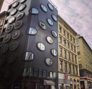 Архитектура города – то, что больше всего понравилось в общей атмосфере Вены. Здесь ...