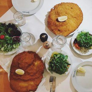 Wenn der Mittagstisch gedeckt ist, sieht das bei uns so aus 👆🏻🍽😋 Vielen ...