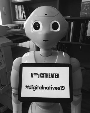 Meet the robot! Beim #digitalnatives19 - Festival wird im Rahmen zweier Performances die ...