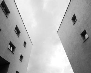 Asymmetric. #citytales #vienna #austria #spitellau #zahahadid #zahahadidarchitects #architektur #architecture #architectural #architecturephotography #SpitellauViaductshousing #housingcomplex #architecture_view #streetphotography #building #housingarchitecture