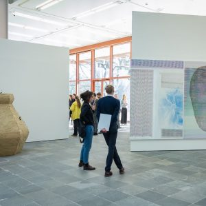 In the numerous exhibition spaces and studios, currently anything seems possible. But how can an exhibition capture...