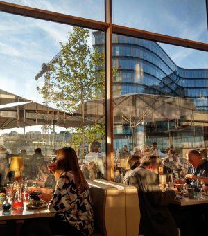 Friday evening restaurant scene in Quartier Belvedere, Vienna #restaurant #quartierbelvedere #restaurantscene #fridayfood #viennablogger #viennafood #viennafoodblogger #vienna #wien...