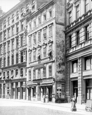 Wildpretmarkt, bis zur Trassierung der Brandstätte (1876) ein Platz, der durch zwei Gässchen zugänglich war (vom Bauernmarkt...