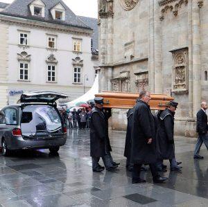 St Stephen's Cathedral, Vienna 🙏🏽 . #nikilauda #funeral #vienna #ripniki #flyhighniki
