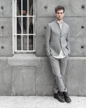 Light jackets and trousers in various styles lend roughness and elegance to the urban individualist. This outfit...